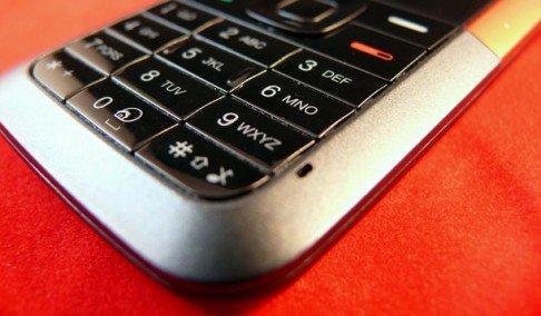 vitko telo uz mobilni teleofn