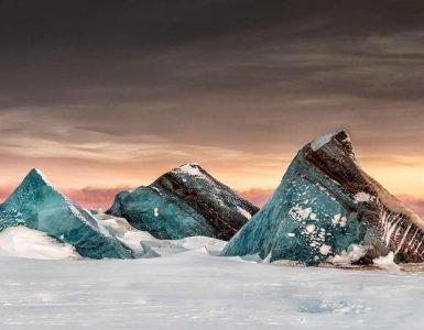 Ledeni bregovi u zamrznutoj vodi na Svalbardu, autor: Marko Gajoti iz Italije